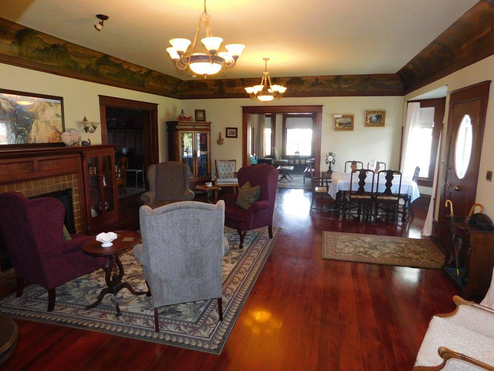 Montesano Inn: 130 N Main St, Montesano, WA