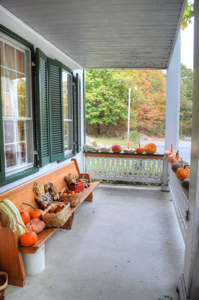 Buckhorn Inn: 2487 Hankey Mountain Hwy, Churchville, VA