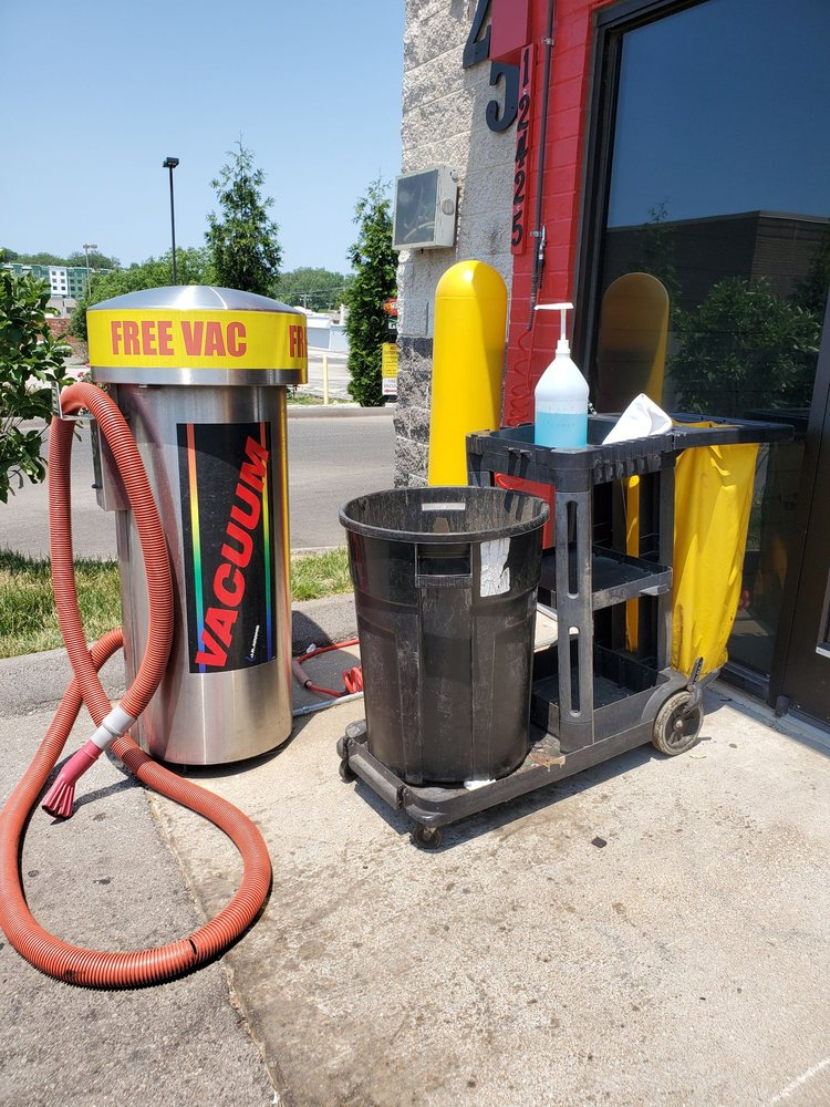 Squeaky Clean Car Wash: 12425 Dorsett Rd, Maryland Heights, MO