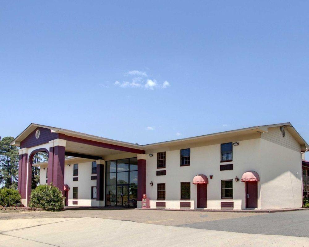 Econo Lodge Conference Center: 1920 Junction City Rd, El Dorado, AR