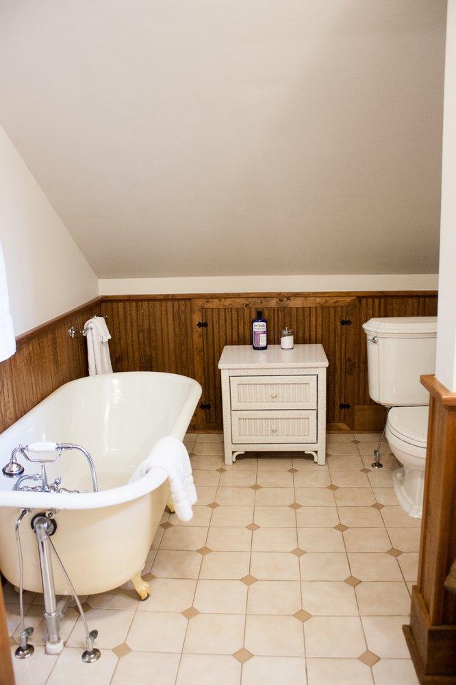 Debourge Guesthouse: 119 Johnson St, Washington, MO