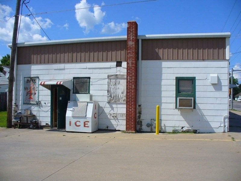 Village Pump: 210 N Lincoln St, Knoxville, IA