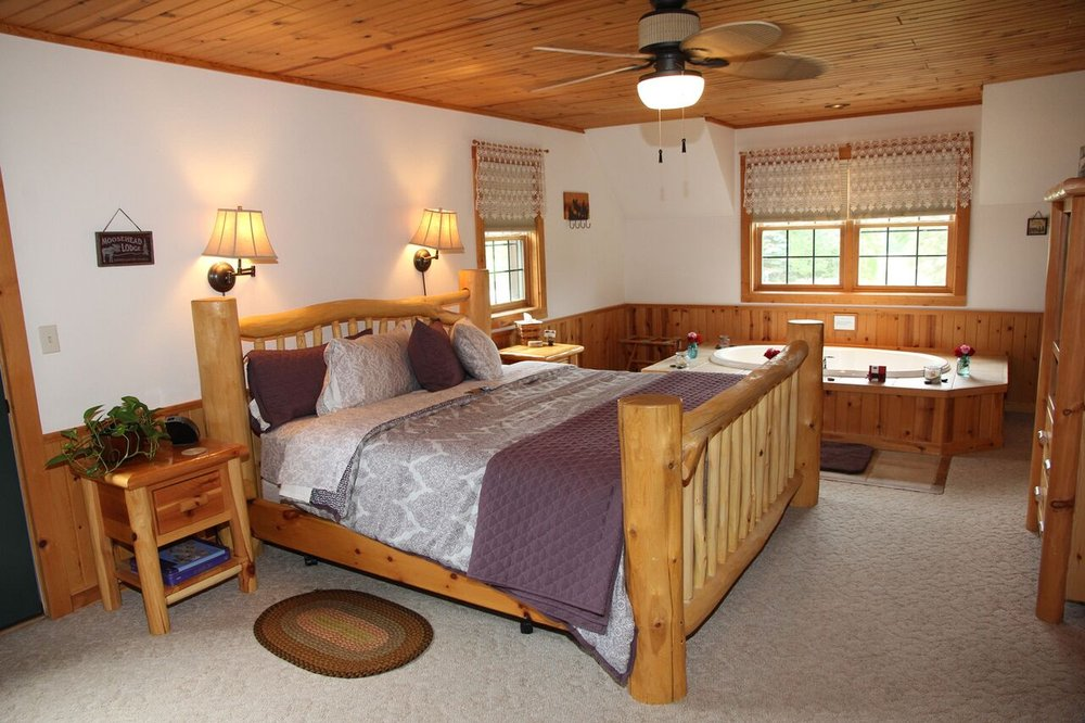 Tauschek's Pine Lodge Country Inn: W5740 Garton Rd, Plymouth, WI