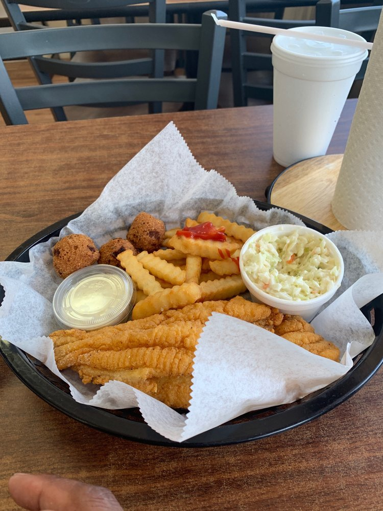 The Grill: 708 US-82, Greenville, MS