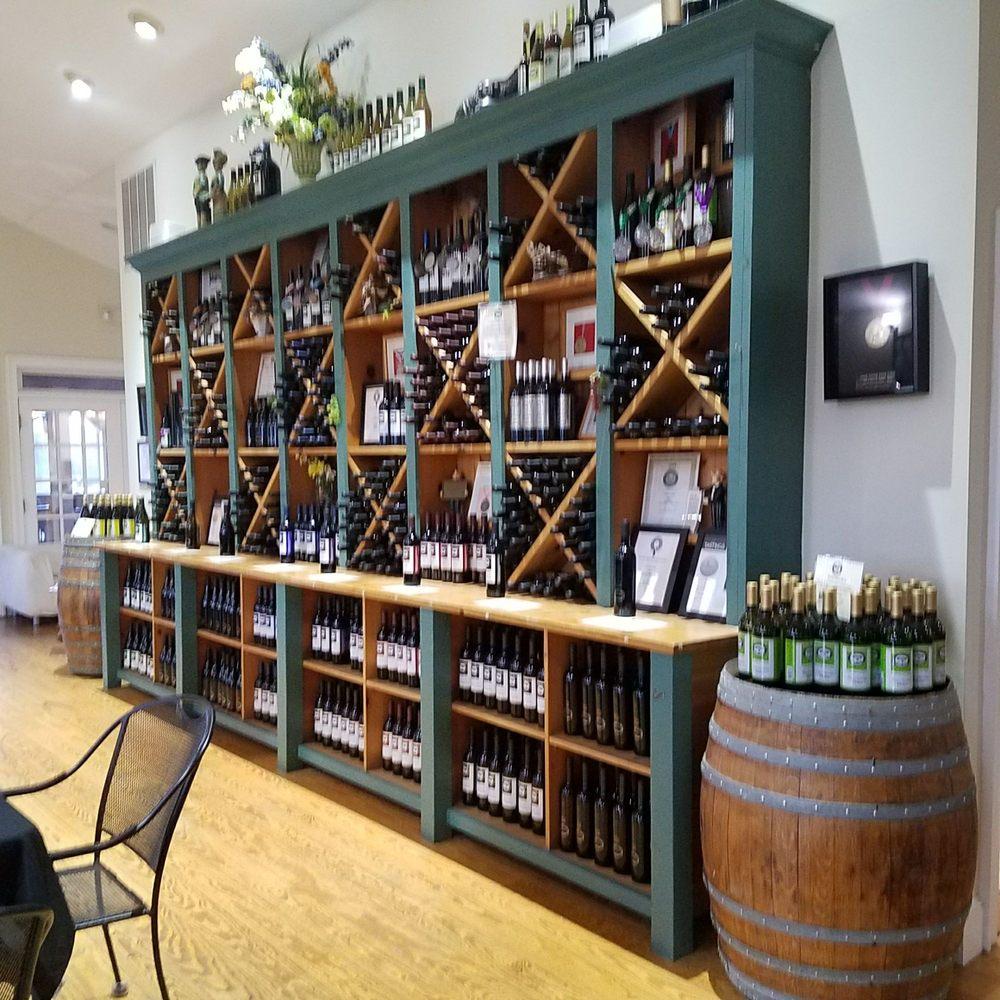 Laurel Lake Vineyards: 3165 Main Rd, Laurel, NY