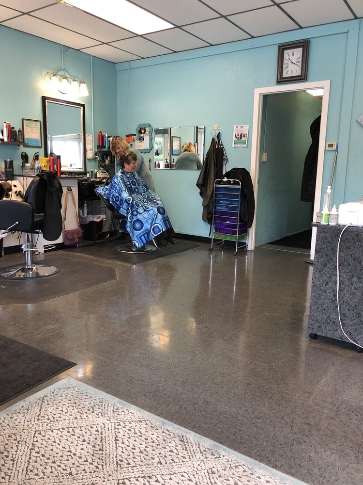 Cherie's Shears: 101 Lincoln St, Delta, OH
