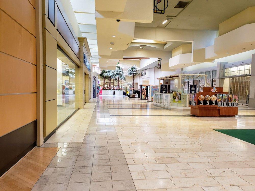 Lansing Mall: 5330 W Saginaw Hwy, Lansing, MI