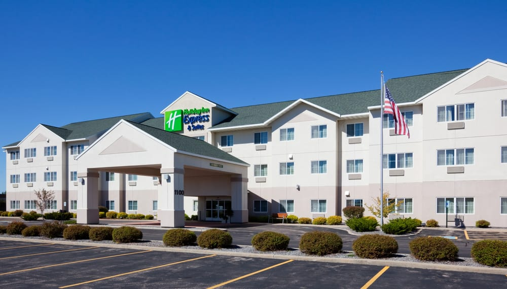 Holiday Inn Express & Suites Stevens Point: 1100 Amber Ave, Stevens Point, WI
