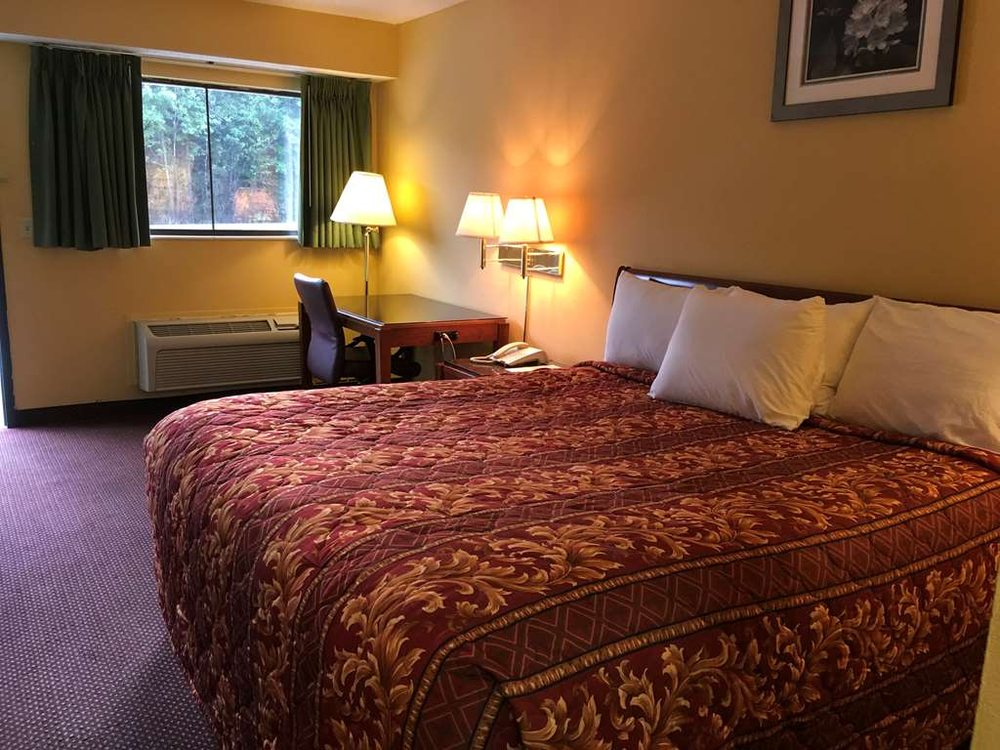 Americas Best Inn & Suites York Alabama: 17700 AL-17, York, AL