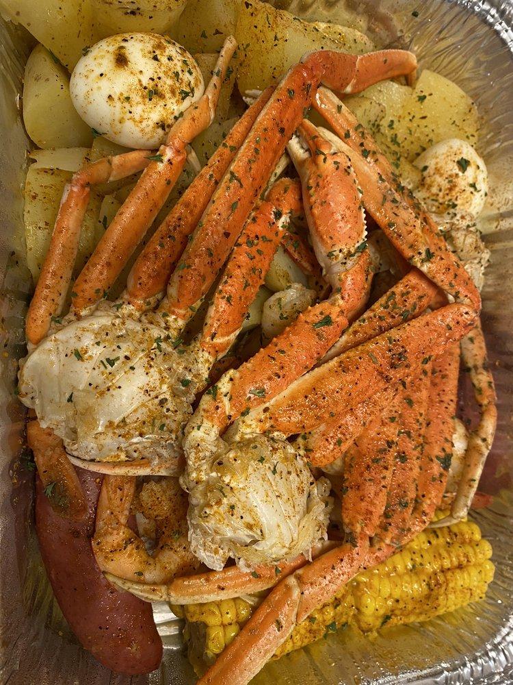 Kuzzins Kitchen: 894 Hwy 31 E, Chandler, TX