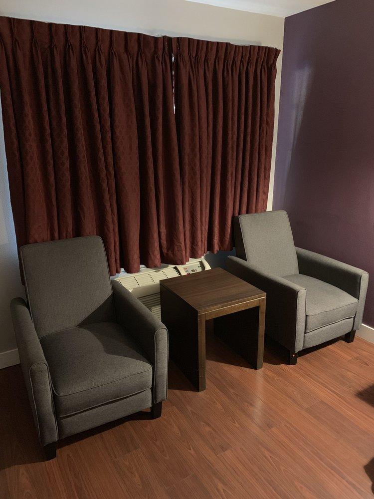 Muir Lodge Motel: 3930 Alhambra Ave, Martinez, CA