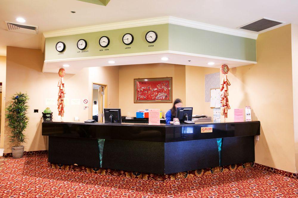 la crystal hotel 261 photos 178 reviews hotels 123. Black Bedroom Furniture Sets. Home Design Ideas