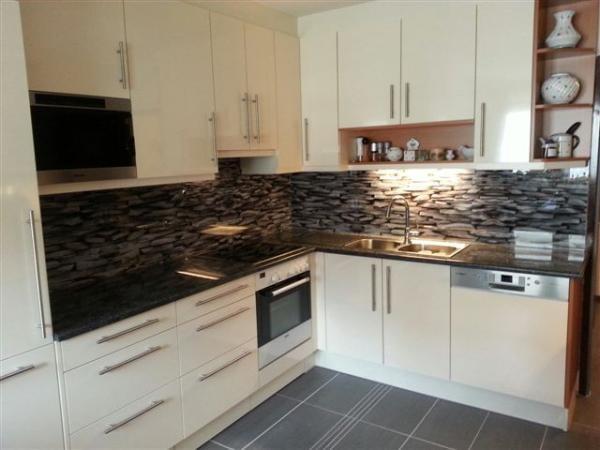 Küchenrückwand mit bedruckter Folie - Yelp