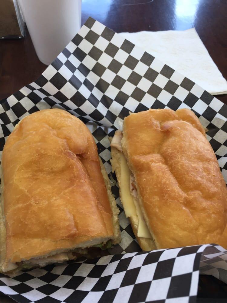 Woogie's Sandwich Shop: 1165 N Main St, Vidor, TX