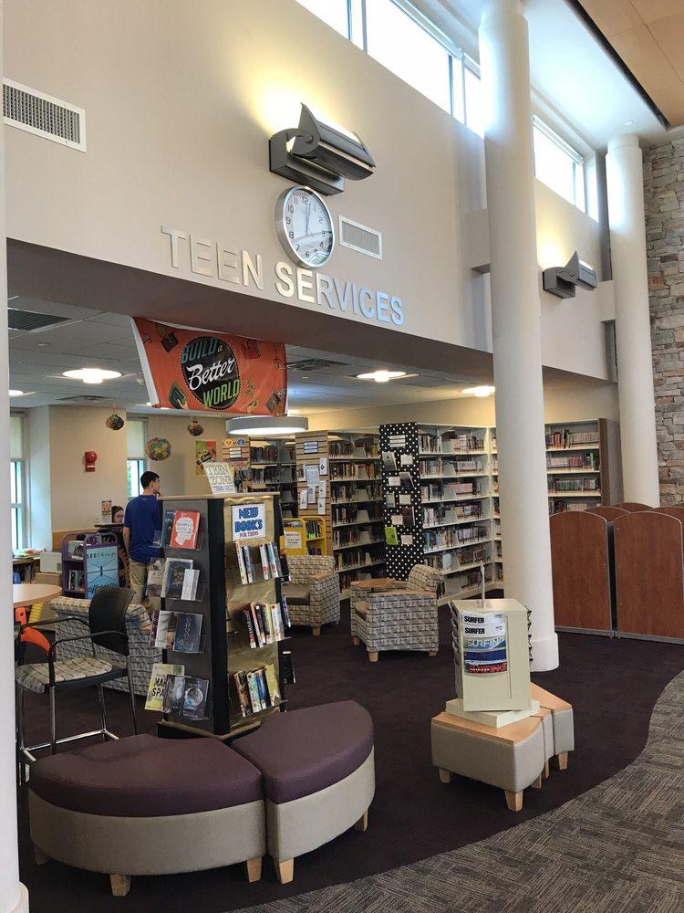 Center Moriches Free Public Library: 235 Main St, Center Moriches, NY