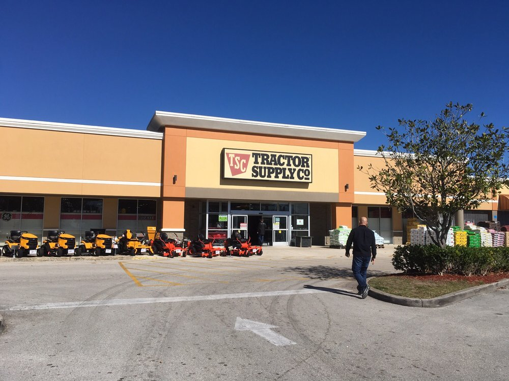 Tractor Supply: 16849 E Colonial Dr, Orlando, FL