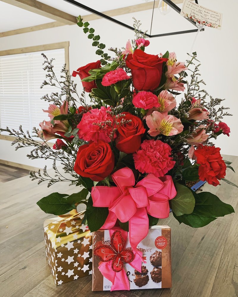 Flowers By Sue: 120 N Houston St, Bullard, TX