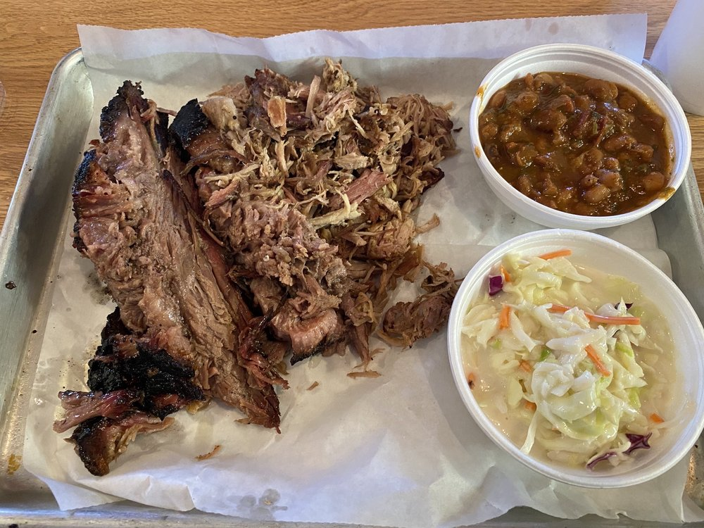 Fly By's Smoke-N-Grill: 201 1/2 W Hondo Ave, Devine, TX