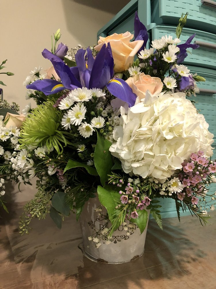 Mid-Island Florist: 4284 Hicksville Rd, Bethpage, NY
