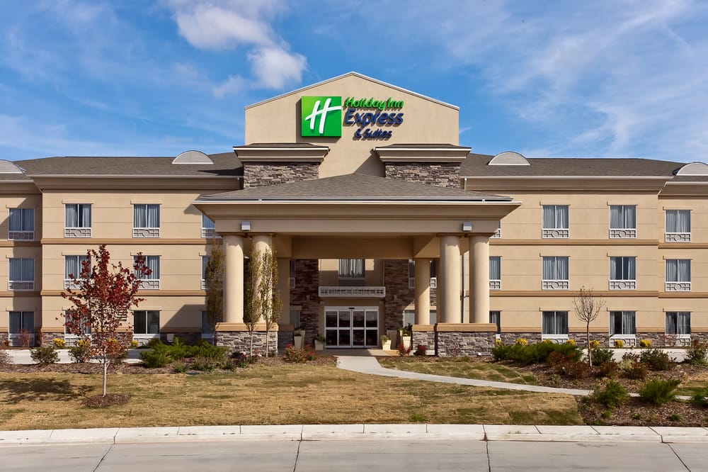 Holiday Inn Express & Suites Newton: 1430 E Broadway Ct, Newton, KS