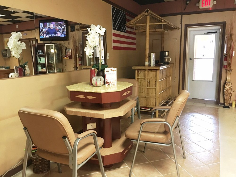 Hollywood Nails Salon: 117 Chester Pike, Glenolden, PA