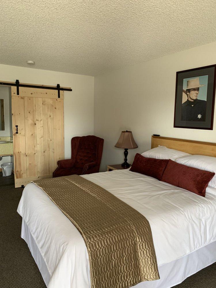 Warden Inn: 809 Main St, Deer Lodge, MT