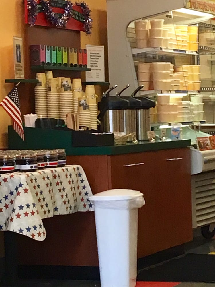 Servatii Pastry Shop & Deli: 7671 Voice of America Ctr, West Chester, OH