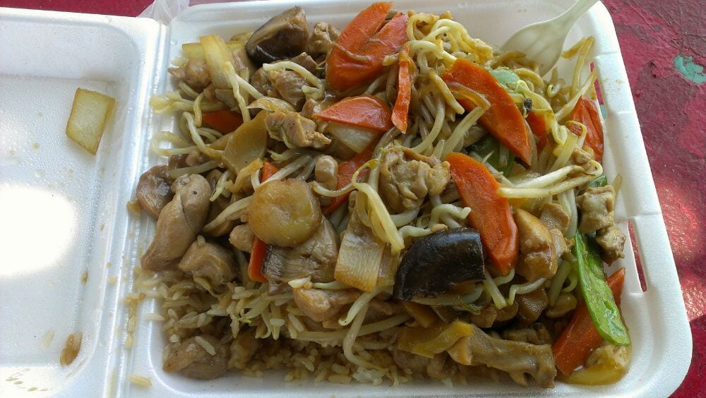 Black Mushroom Chicken Over 1 2 Fried Rice Noodles Yelp