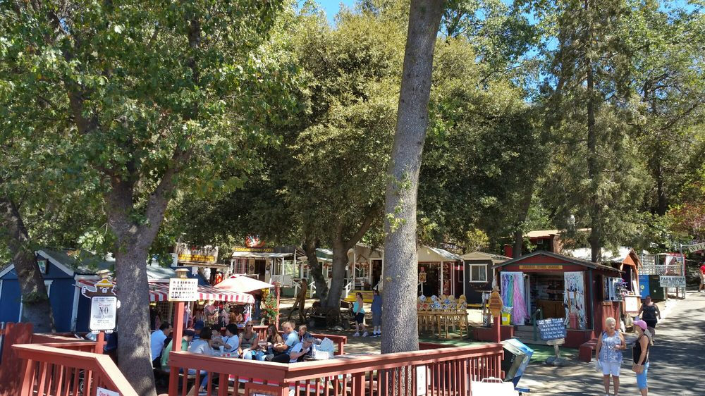 Oak tree village oak glen 140 foto e 36 recensioni for Oak glen park