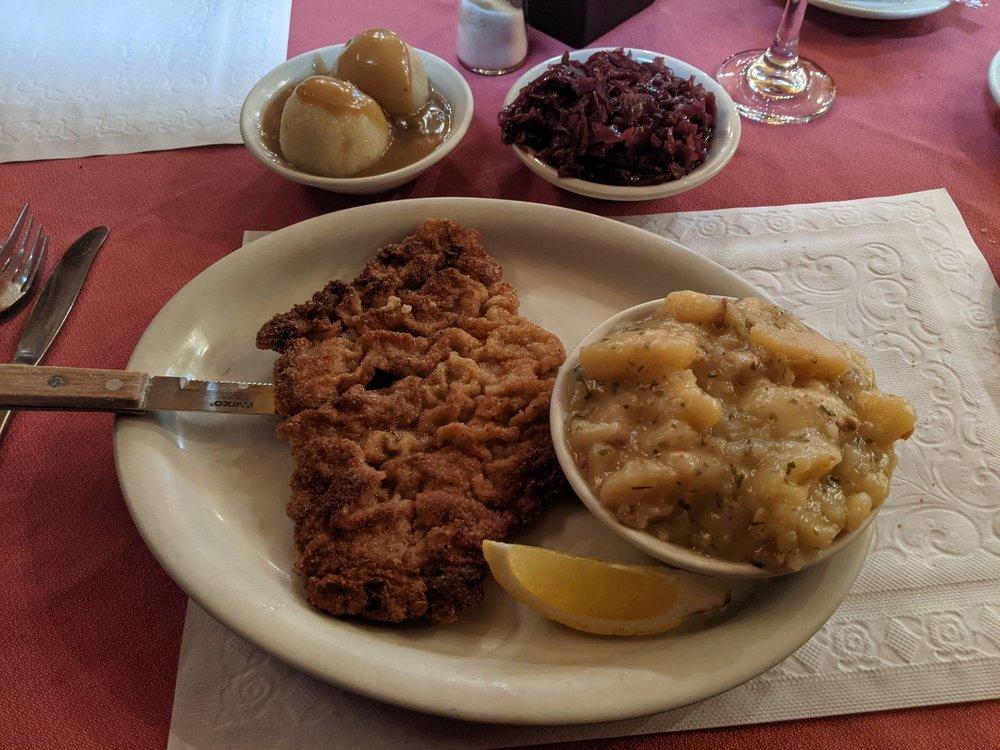 Hofbrauhaus Restaurant: 135 W King St, Abbottstown, PA