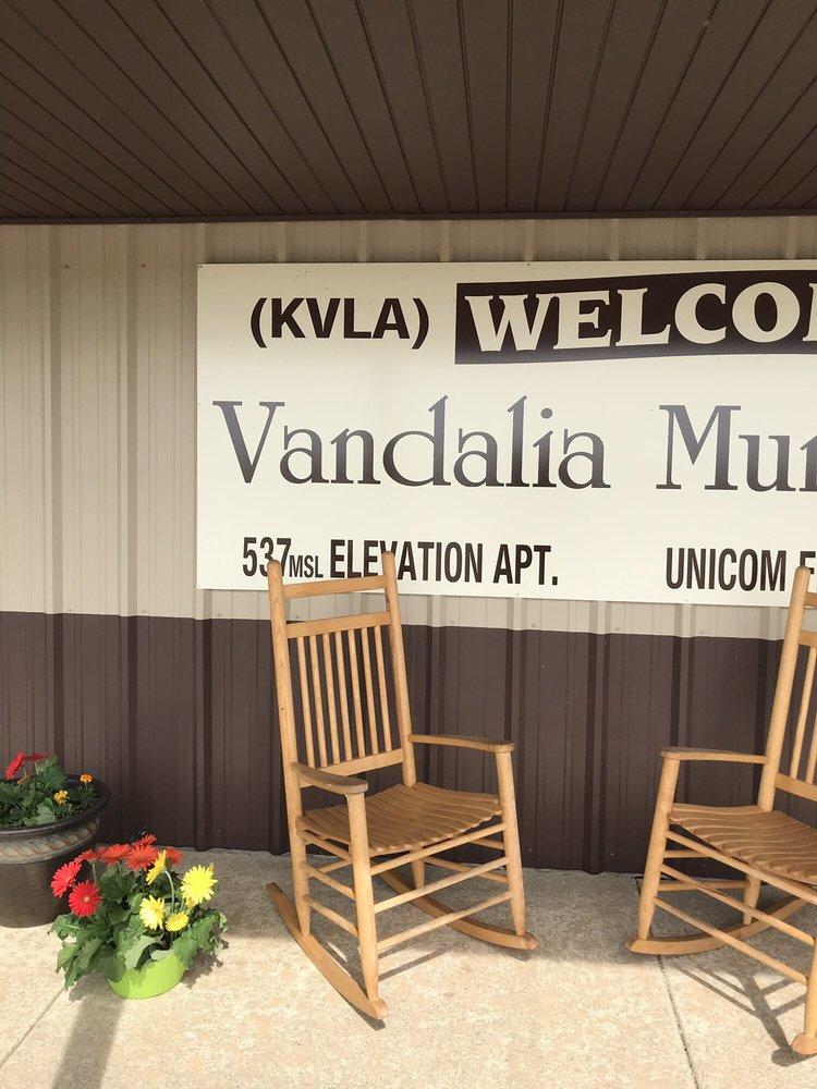 Vandalia Airport: 1 Vandalia Airport, Vandalia, IL