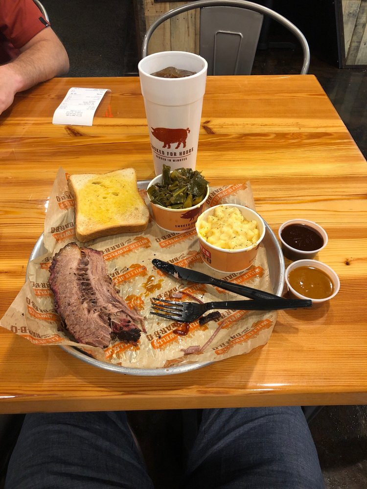 Food from Willie Jewell's Old School Bar-B-Q