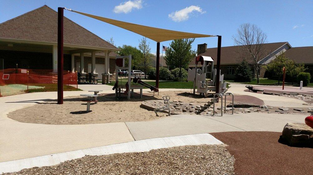 Burr Ridge Park District: 15W400 Harvester Dr, Burr Ridge, IL