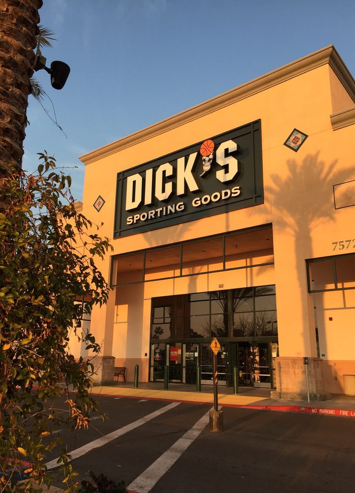DICK'S Sporting Goods: 7572 North Blackstone Ave, Fresno, CA