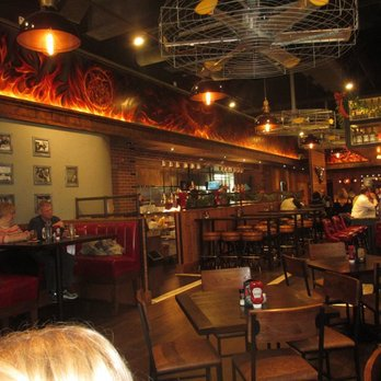 Louisville Ky United States Inside The Restaurant Guy Fieri S Smokehouse 358 Photos 292 Reviews 434