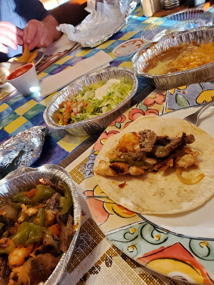 El Reparo Mexican Restaurant - Rushville: 302 W 2nd St, Rushville, IN