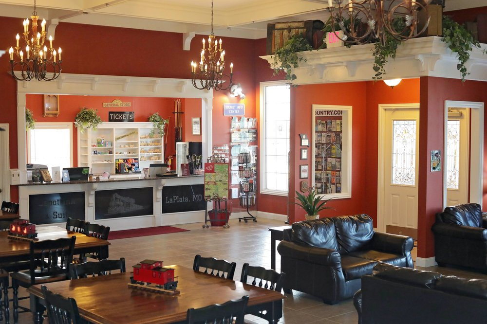 Depot Inn & Suites: 1245 N Brown St, La Plata, MO