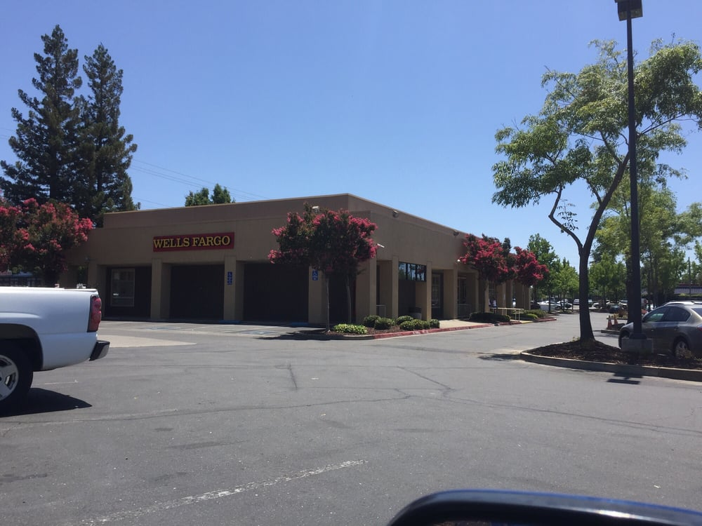 Wells Fargo Bank: 7225 Fair Oaks Blvd, Carmichael, CA