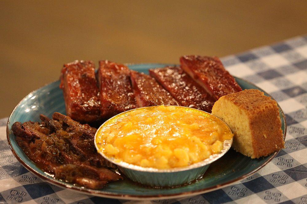 Little Rock Stock Cafe: 304 Barrington Rd, Wauconda, IL