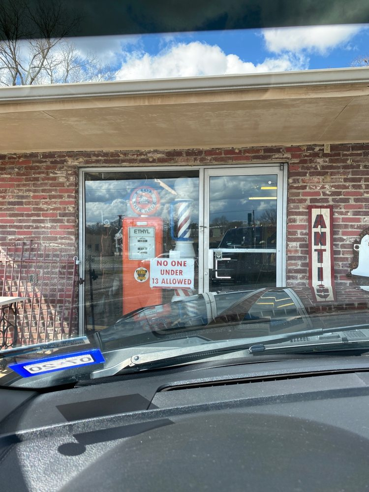 Shaw's Antiques: 1526 Central Ave, Hot Spgs Nationl Prk, AR