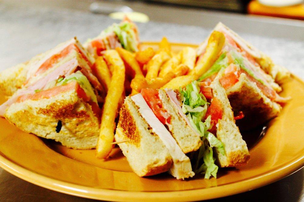 CrossPark Family Restaurant: 1121 East Union St, Newark, NY