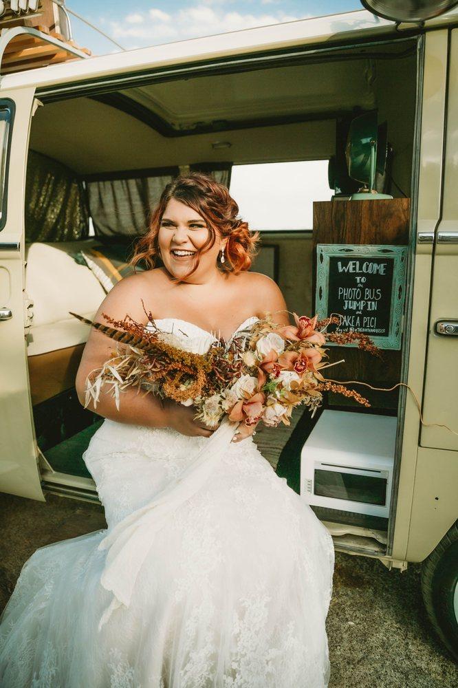 Della Curva - Plus-Size Bridal Salon
