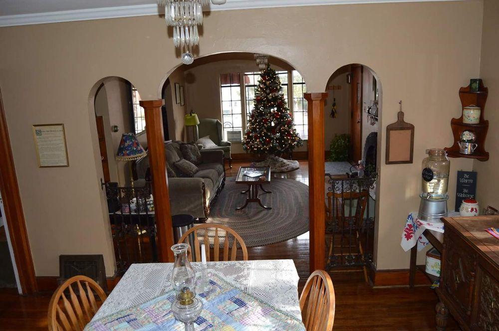 Maple Street Bed and Breakfast: 108 N Maple St, Lamoni, IA