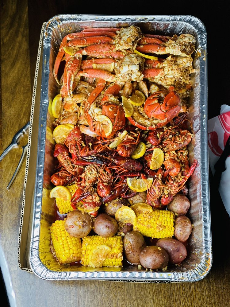 La Juicy Seafood: 10732 W Florissant Ave, St. Louis, MO