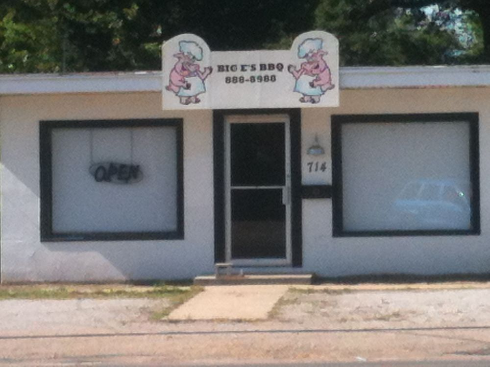 Big E's BBQ: 714 1st St, Kennett, MO
