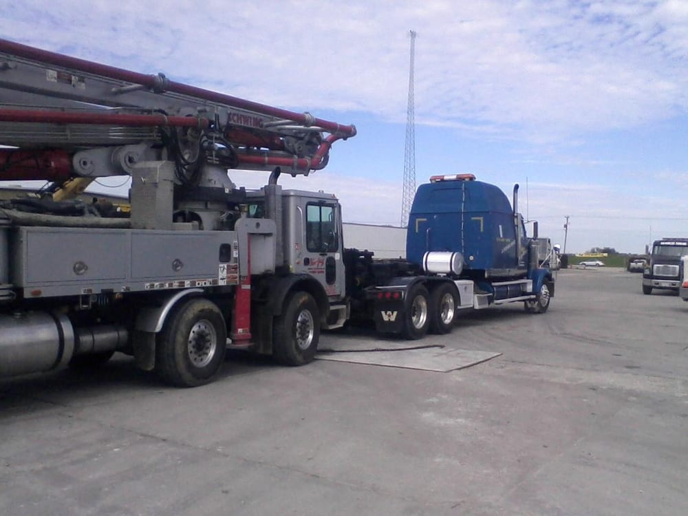 Advanced Towing & Recovery: 1905 W National Ave, Effingham, IL