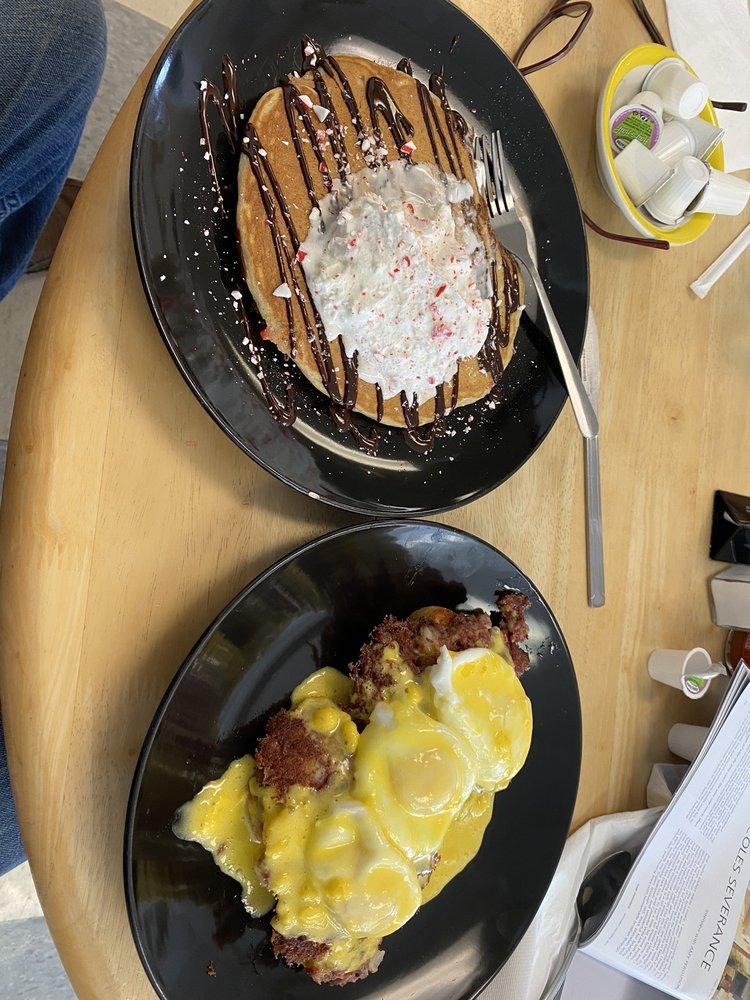 Pancake Sundaes Diner & Bakery