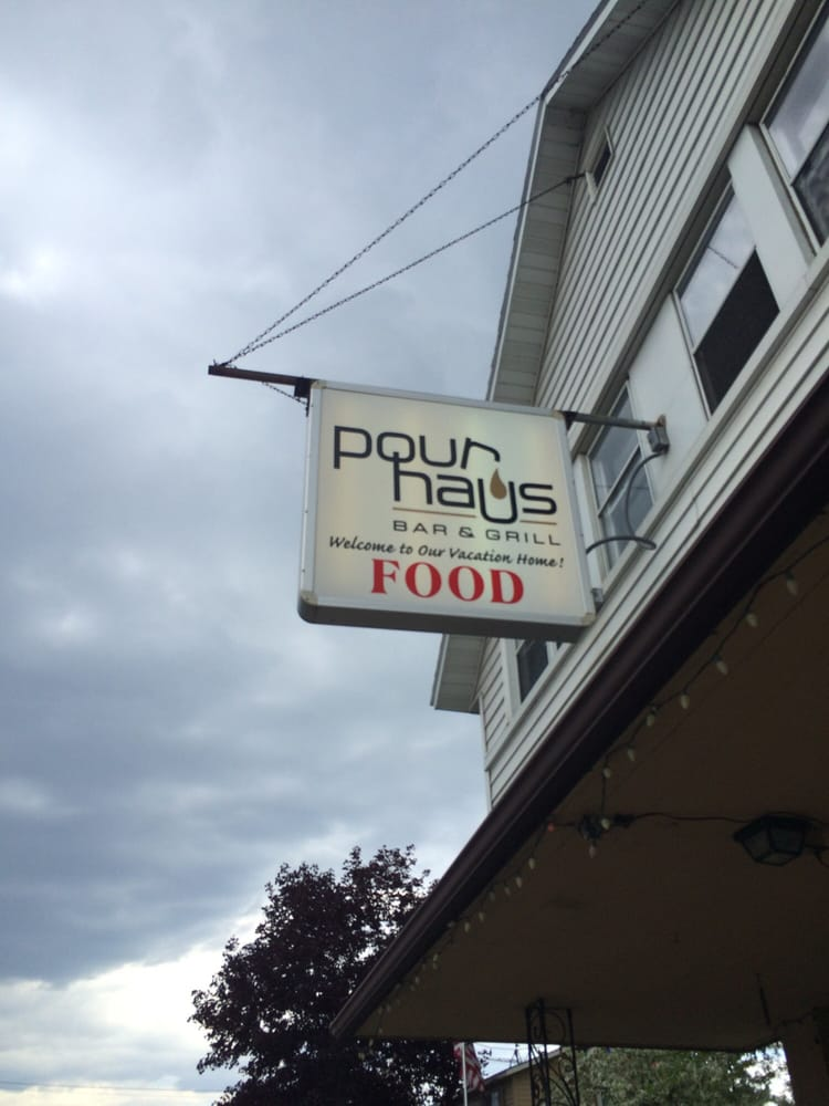 Pour Haus Bar & Grill: 15297 State Rd 32, Lakewood, WI