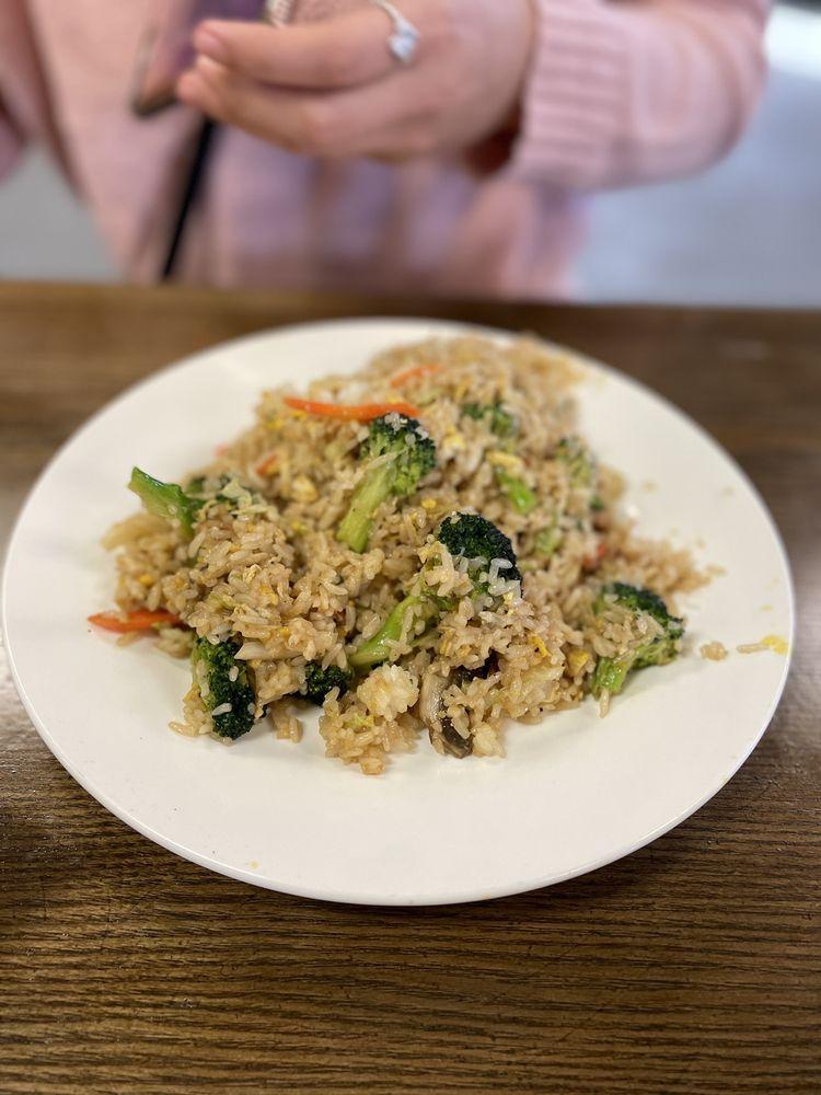 Nagoya Sushi Chinese: 828 Boyd Rd, Azle, TX