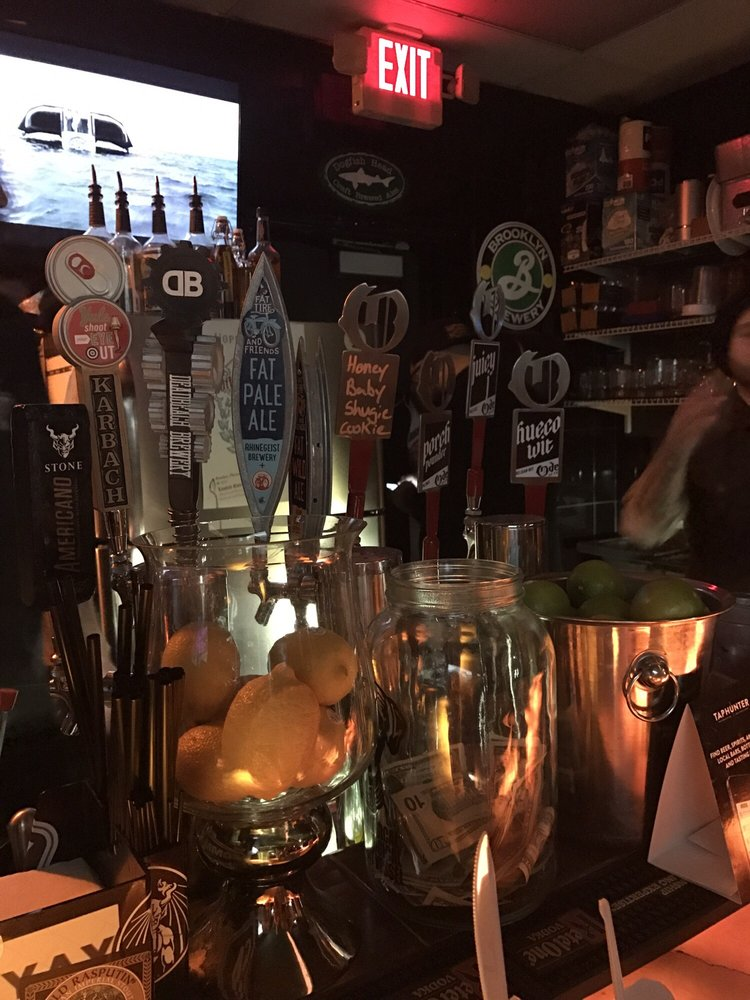 Common Ground Beer & Wine Bar: 12102 Montwood Dr, El Paso, TX